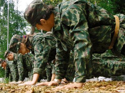 Солдаты отжимаются