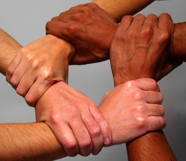 Рукопожатие друзей