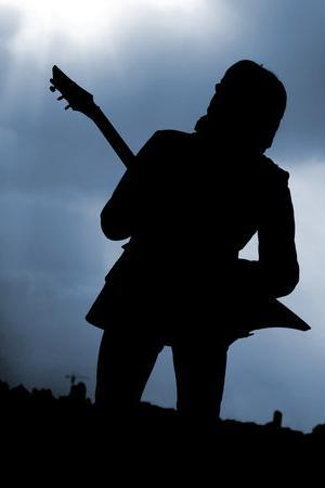 Рок-звезда с гитарой