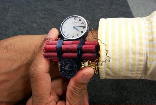 Часовая бомба на руке