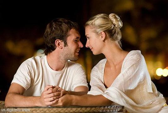 Муж и жена за столом