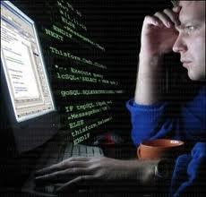 Хакер перед монитором