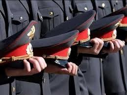 Сотрудники полиции в строю