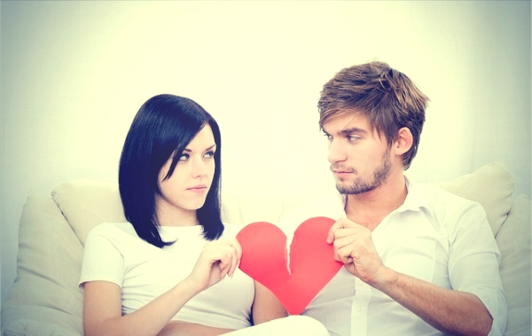 Девушка, парень и разбитое сердце