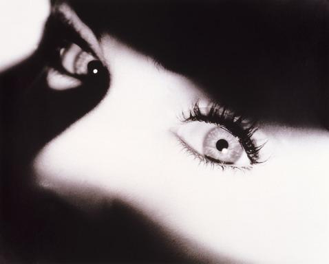 Очаровательные женские глаза