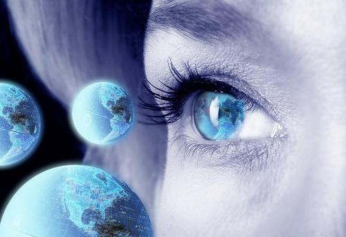 Глаз девушки - фотографическая память