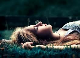 Девушка отдыхает во время стресса