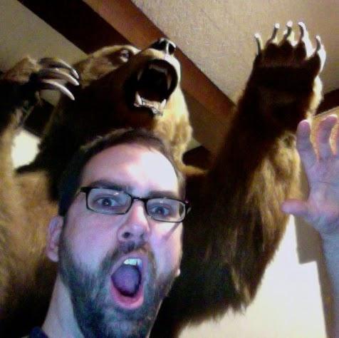 Человек с медведем
